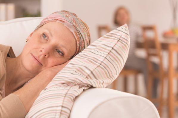 Mulher com câncer deprimida